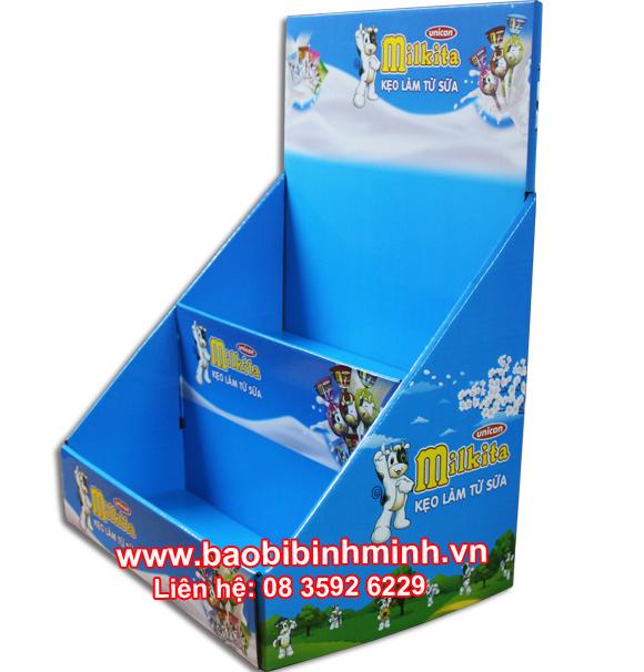 kệ giấy trưng bày bánh kẹo milkita