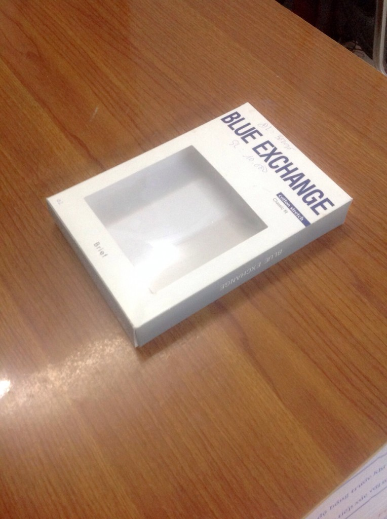 mẫu hộp giấy Blue Exchange với thiết kế cửa sổ suppo