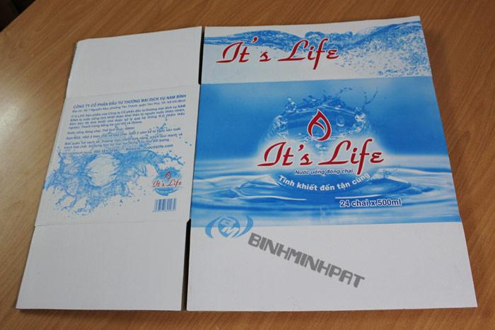 Thùng nước khoáng It's Life5