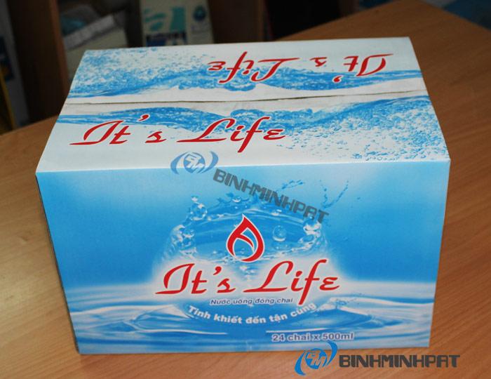 Thùng nước khoáng It's Life được in offset