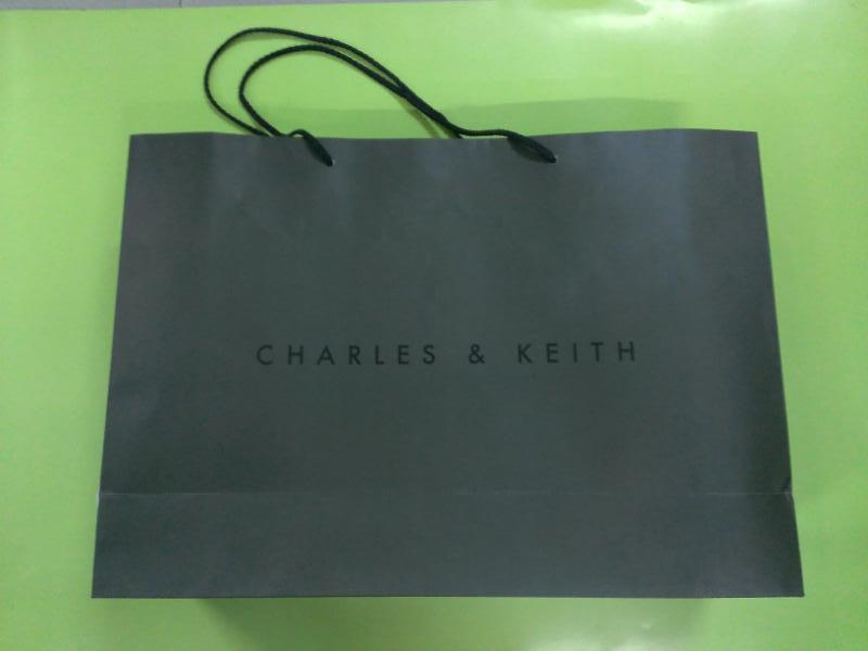 túi giấy thời trang Charles&Keith